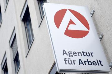 Weniger Arbeitslose und mehr offene Stellen in Bayern!