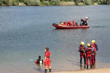 Tödlicher Badeunfall: Nichtschwimmer rutscht von Badeinsel und stirbt