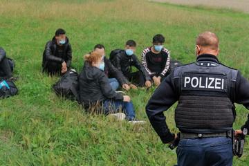 Illegale Migration an polnischer Grenze: Polizei greift über 1200 Menschen in Sachsen auf!