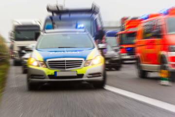 Mitten auf der A19: 67-Jähriger erleidet Herzinfarkt am Steuer und stirbt in Krankenhaus