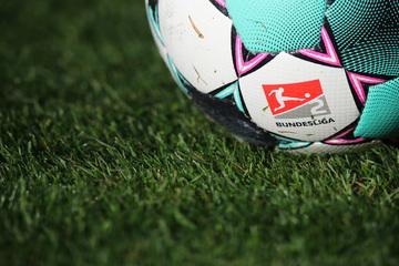 """Die """"stärkste 2. Liga aller Zeiten"""" startet am Freitag: Wo es die Spiele im TV zu sehen gibt"""