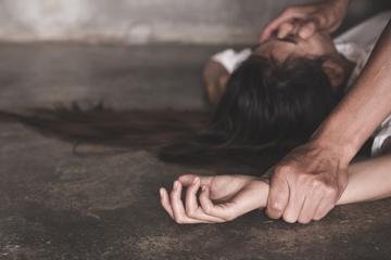 Mann filmt Vergewaltigung seiner Freundin (15) und tritt Lawine los: 28 Festnahmen!