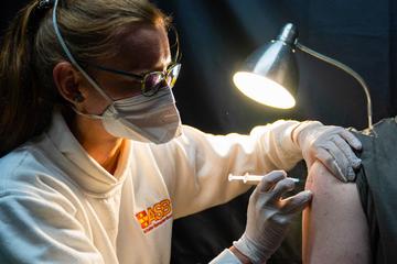 1028 Todes-Verdachtsfälle! Institut berichtet über Nebenwirkungen der Corona-Impfungen