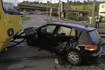 Satter Sachschaden nach Stadtbahn-Unfall in Stuttgart-Zuffenhausen