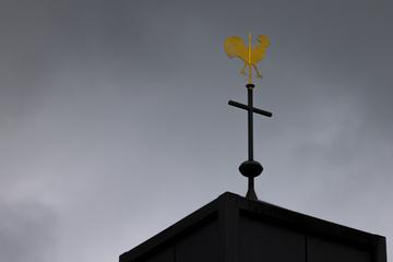 Schlimmer Verdacht: Pfarrer soll jahrelang Messdienerin vergewaltigt haben