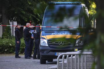 Dresden: Transporter-Fahrer durchbricht Tor der Polizei und sagt, er hat Sprengstoff geladen