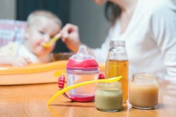Zwei Produkte fallen durch: Babynahrung mit Schadstoffen belastet