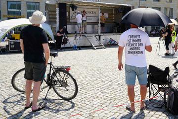 Dresden: Querdenker-Demo: Knapp 100 Teilnehmer, zwei Verstöße gegen Corona-Schutz-Verordnung