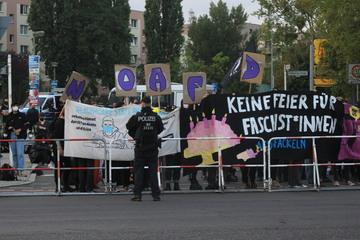 Mehr als 150 Demonstranten: Protest bei AfD-Wahlparty in Kaulsdorf