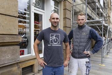 Dresden: Rentnerin überfallen: Diese beiden Männer fingen eine Taschendiebin!