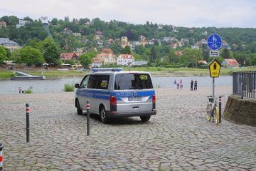 Dresden: Nach umstrittener Parkplatz-Entscheidung: Zwei Poller am Blauen Wunder geklaut!