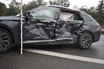 Unfall A9: Unwetter sorgt für mehrere Unfälle an gleicher Stelle auf A9: Vier Personen verletzt
