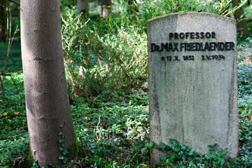 Berlin: Weitere Kritik nach Beisetzung von Neonazi an Grabmal von jüdischem Wissenschaftler