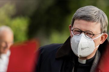 Trotz anhaltender Proteste wegen Missbrauchs-Skandal: Kardinal Woelki firmt Jugendliche