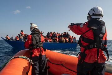 Deutsche Organisation Sea-Watch rettet Dutzende Menschen aus Seenot