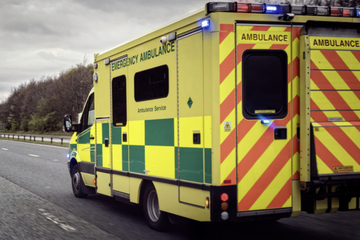 Auto fährt in Fußgänger vor Pub: Sechs Verletzte