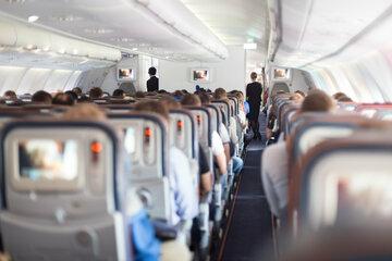 Mann kann sich auf Flug nicht benehmen und wird mit Klebeband an Sitz gebunden