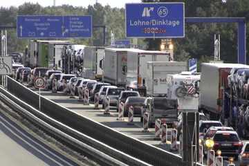 Unfall A1: Schwerer Unfall auf Autobahn: A1 bleibt weiter voll gesperrt!