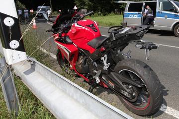 Zwei Motorradfahrer verunglücken in Sächsischer Schweiz: 22-Jähriger schwer verletzt