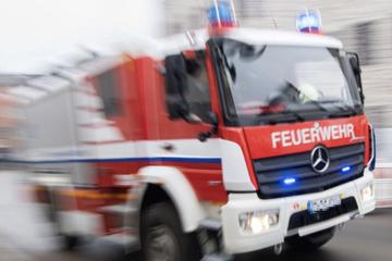 Feuer wütet in Mehrfamilienhaus: Ein Bewohner muss ins Krankenhaus