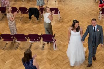 Corona-Wahnsinn! Mehr als 30 Gäste bei Hochzeit erlaubt, tanzen verboten