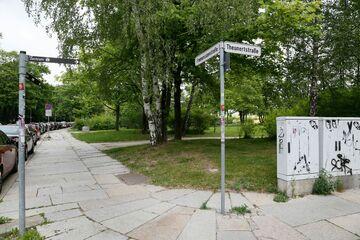 Chemnitz: Frau (28) in Chemnitzer Parkanlage von zwei Männern sexuell missbraucht