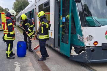 Lastwagen kollidiert mit Tram und muss abgeschleppt werden