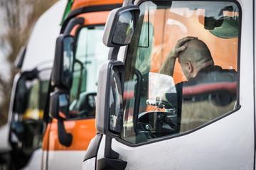 Prügelei zwischen vier Lastwagen-Fahrern: 63-Jähriger schwer verletzt
