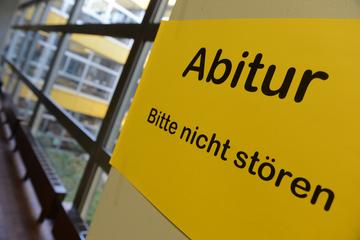 Klischees bedient: Mädchen wählen Deutsch als Abi-Leistungskurs, Jungen Mathe!