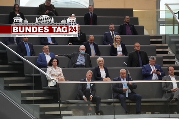 Neuer Bundestag kommt erstmals zusammen: Warum mussten 23 AfD-Abgeordnete auf die Tribüne?