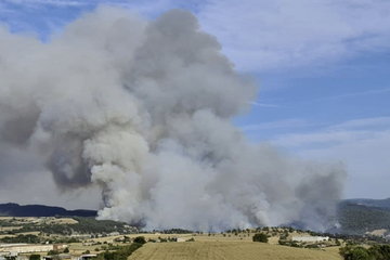 Waldbrand außer Kontrolle: Mindestens 1100 Hektar Ackerland zerstört