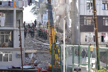 Wohnhaus stürzt ein: Mindestens acht Menschen sterben, Kinder unter den Opfern