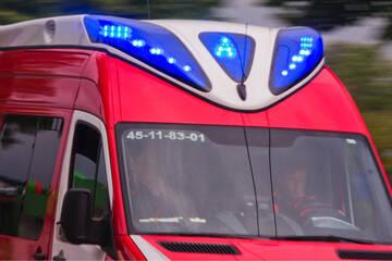 Unfall A20: Aus Auto geschleudert: Mercedes-Fahrerin stirbt bei Unfall auf Autobahnbrücke