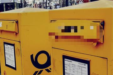 Köln: Kann das wahr sein: Was steht denn da auf dem Briefkasten?