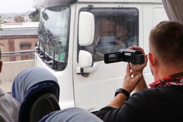Dresden: Polizei kontrolliert im Tarnbus Lkw-Fahrer: Mehr als 200 Verstöße auf der A4