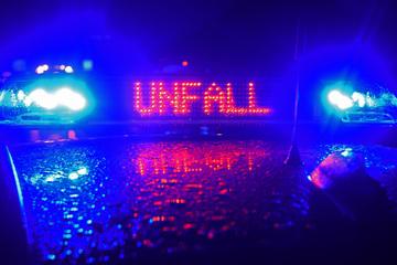 Unfall A24: Autos krachen mit Rinderherde auf A24 zusammen: Mehrere Tiere tot