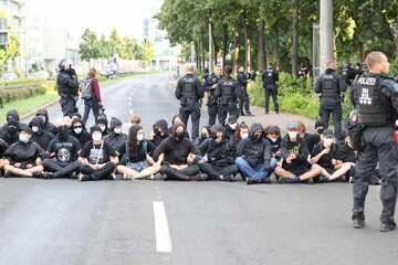 Leipzig: Demo-Montag: Bürgerbewegung immer wieder von Gegenprotest blockiert
