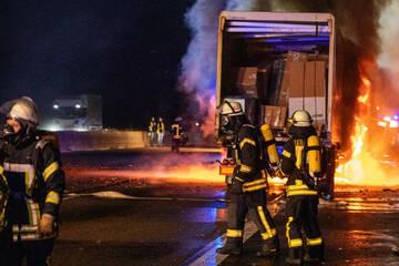 Unfall A7: Tödlicher Lkw-Unfall am Stauende auf der A7: Fahrer (†30) verbrennt im Führerhaus