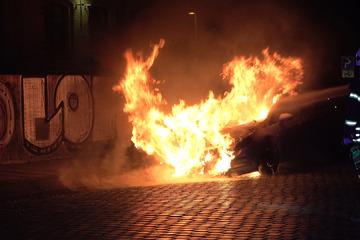 Leipzig: Schon wieder Autobrand in Leipzig! Flammen verursachen 10.000 Euro Schaden