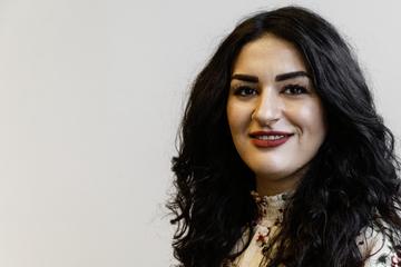 Am Flughafen festgehalten: Linke Fraktionschefin Özdemir stellt Strafanzeige