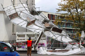 Orkan tobt über Bayern: Hunderte Einsätze halten Retter auf Trab