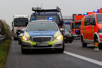 Unfall A1: Fußgänger angefahren und tödlich verletzt: A1 gesperrt!