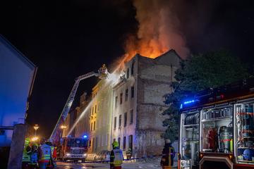 Vermülltes Haus wird zur Todesfalle: Messie-Paar verbrennt bei Feuer-Drama