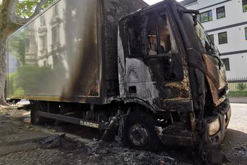 Leipzig: Nach Brandnacht im Leipziger Norden: Schon wieder Lastwagen in Flammen