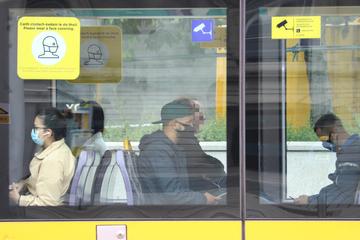 Berlin: Keinen Bock auf Maske: Frau rastet im Bus vollkommen aus