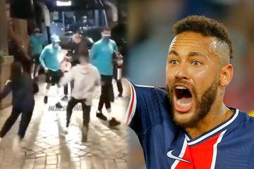 Neymar in Not: Fans fallen über Fußball-Star her und klauen ihm ein Kleidungsstück!