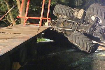 17-Jähriger verliert Kontrolle über Traktor, dann kippt die Maschine plötzlich um