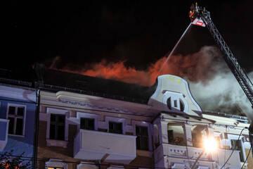 Berlin: Feuer in Berlin-Pankow: Menschen springen aus brennendem Wohnhaus