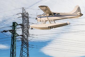 Wasserflugzeug kracht in Masten: Hunderttausende ohne Strom