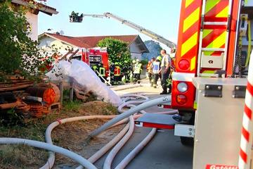 Millionen-Schaden: Feuer in Holzpaletten-Werk breitet sich auf 2000 Quadratmetern aus